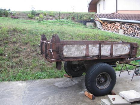 traktorová vlečka sklápěcí