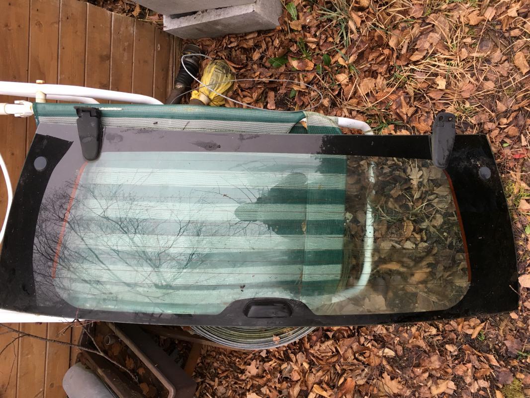 Jeep WJ - zadní sklo