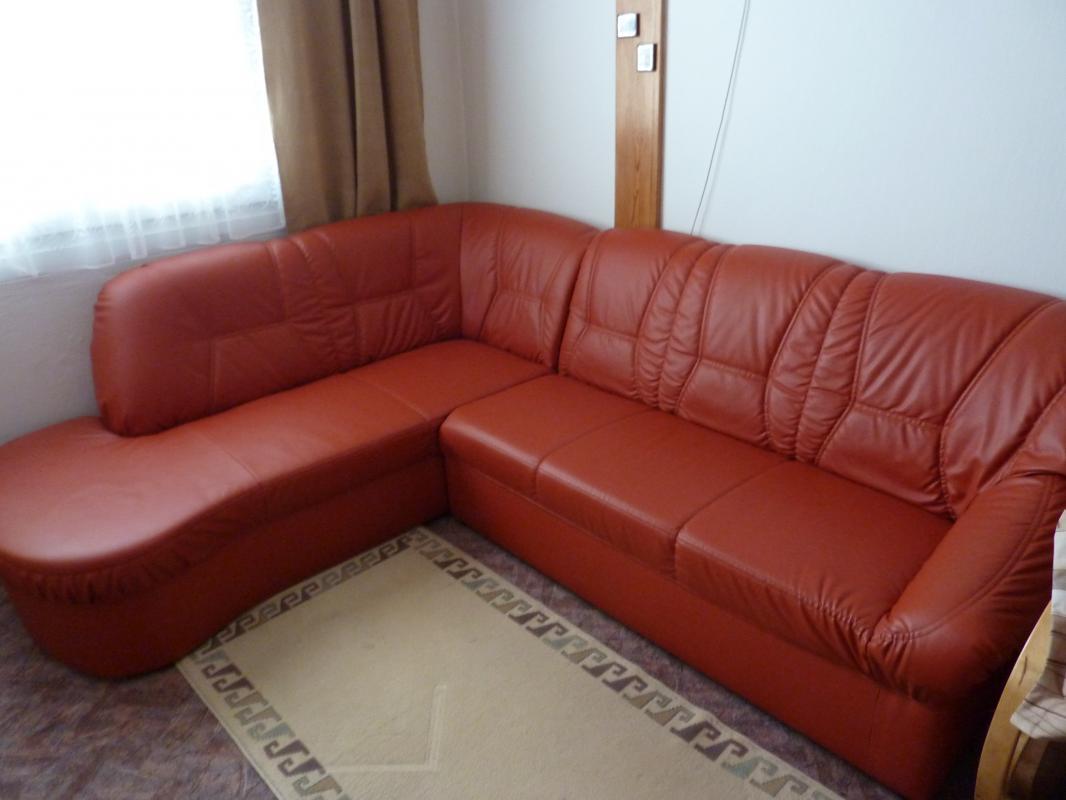 Rohový koženkový gauč